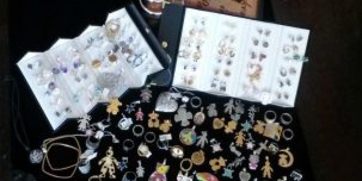 [Fotos] Ex candidata vende sus joyas para pagar los gastos de campaña