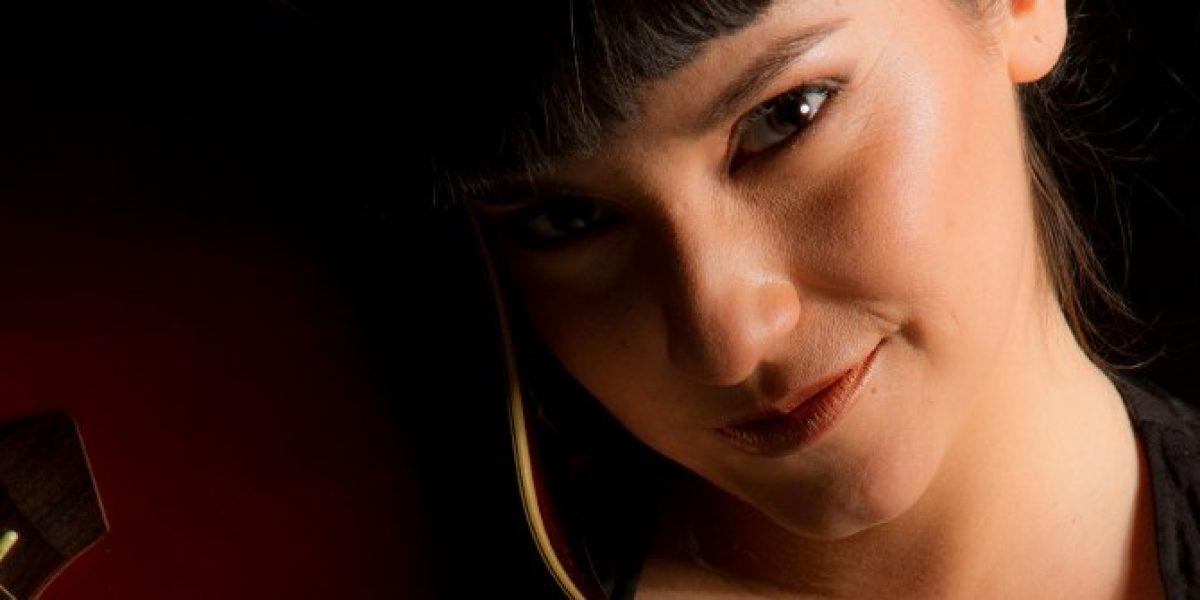 La voz femenina que irrumpe en las teleseries del 13