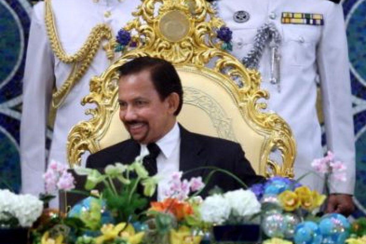 Hassanal Bolkiah, sultán de Brunei: u$s20 billones según Forbes, contra un IPC de u$41.000 Foto:Getty Images. Imagen Por: