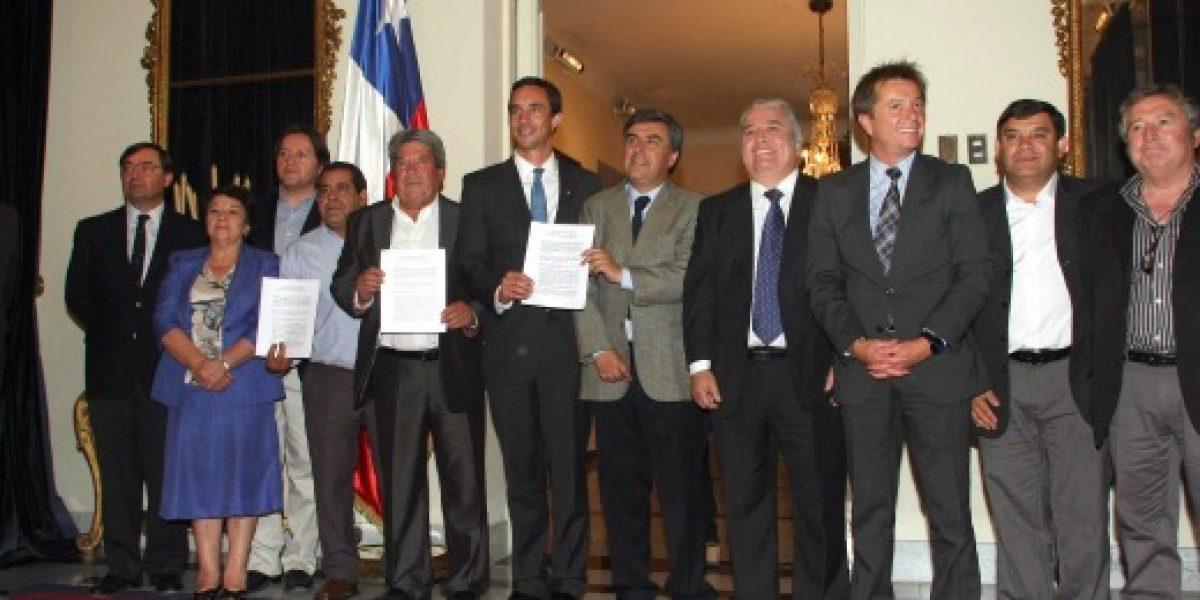 Firman acuerdo para mejorar condiciones laborales de recolectores de basura
