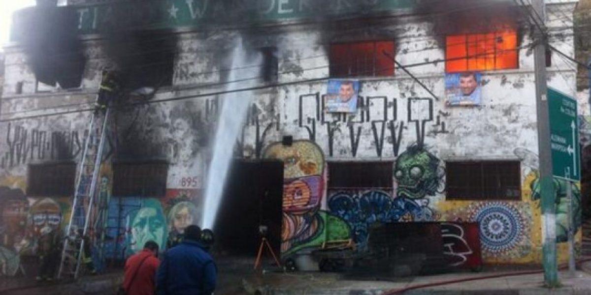 FOTOS: Voraz incendio consume antigua juguetería abandonada en Valparaíso
