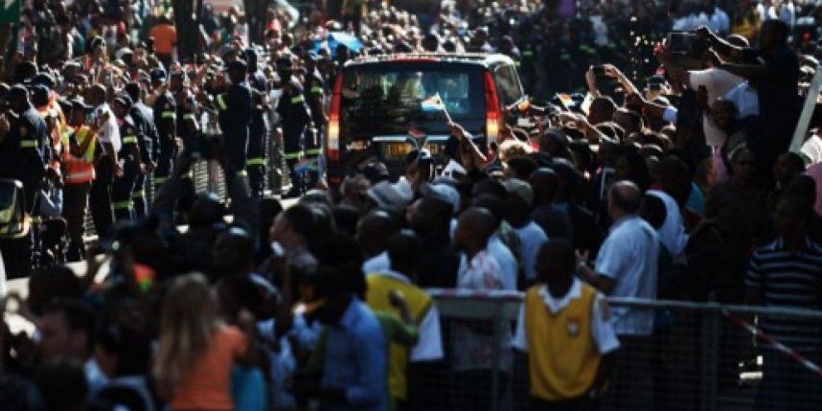 FOTOS: Kilómetros de espera para dar el último adiós a Mandela antes de su entierro