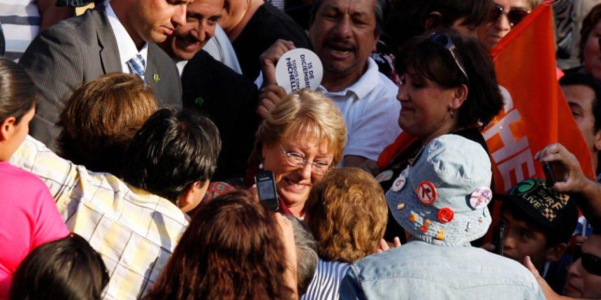 [FOTOS] Bachelet recibe el cariño de sus seguidores en cierre de campaña