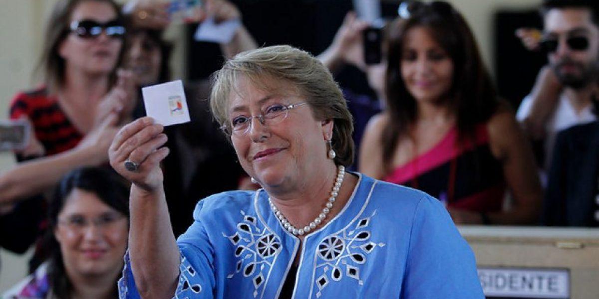 Bachelet vota en medio de gran expectación: