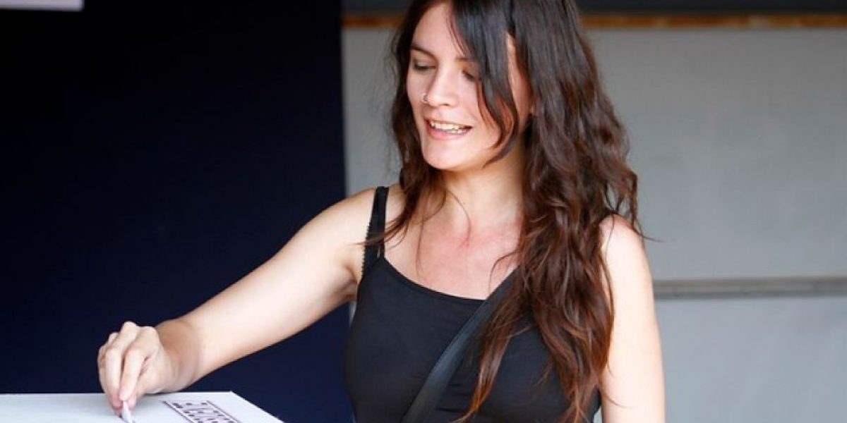 Camila Vallejo plantea inscripción automática, voto obligatorio y