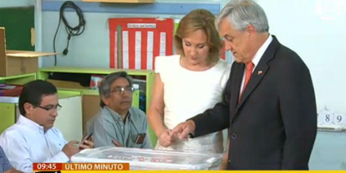 Piñera emite su voto invitando a los chilenos a sufragar y con dos