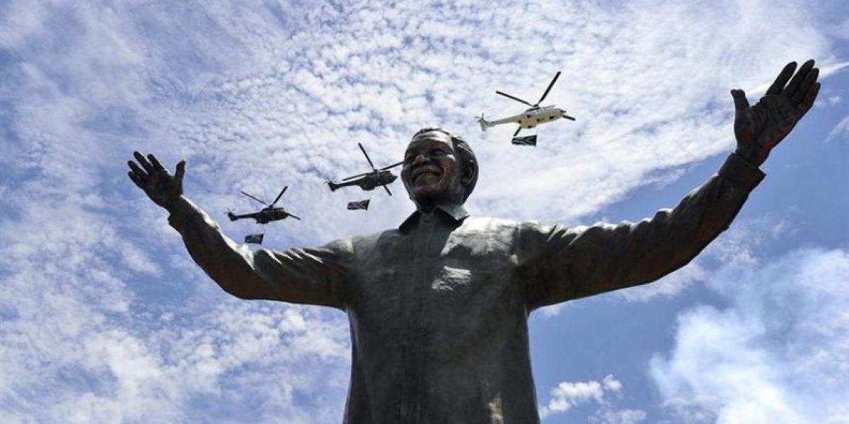 [FOTOS] Sudáfrica estrena estatua gigante de Mandela a un día de su entierro
