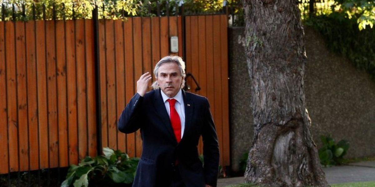 [Fotos] La procesión a la casa de Matthei: Surge la opción de que presida la UDI