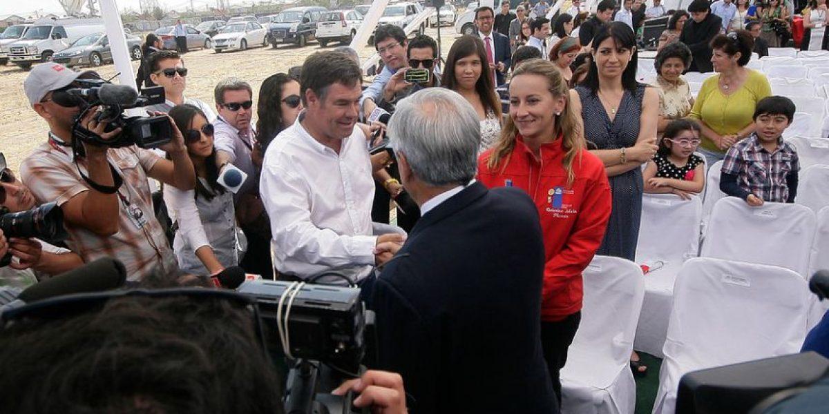 [FOTOS] El frío apretón de manos entre el Presidente Piñera y Ossandón