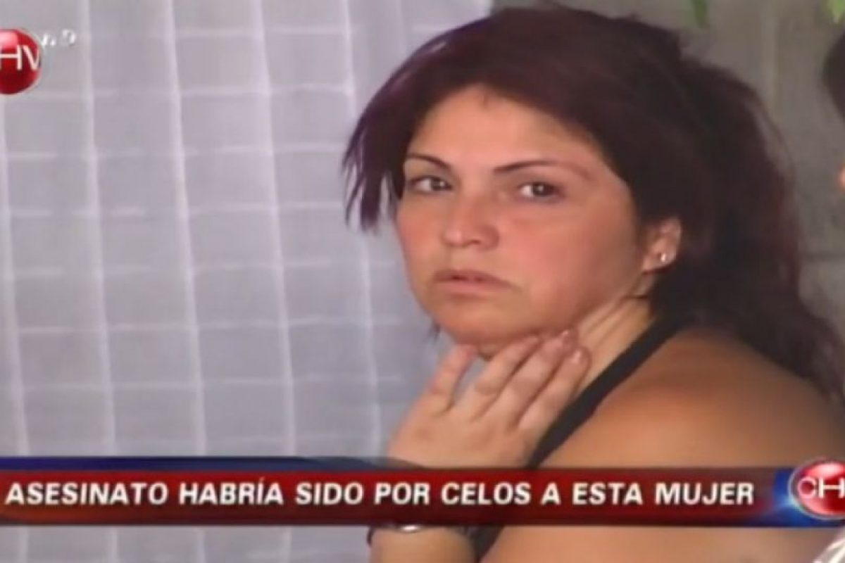 Así lucía Jeanette Hernández en 2008 durante los días posteriores al crimen de su hijo Esteban y el ataque al mayor, Pablo Foto:Captura CHV. Imagen Por: