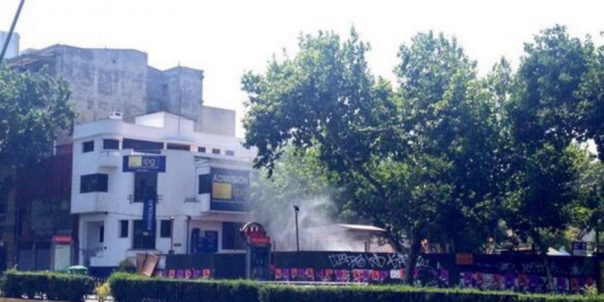 FOTOS: Fuga de gas obliga a evacuar sector del metro Salvador