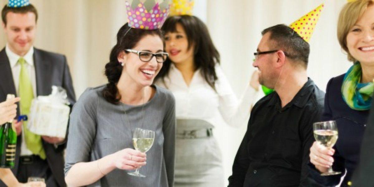 Tips para saber comportarse en la fiesta de fin de año de la oficina
