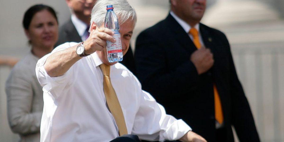 [Fotos] El descanso de Piñera mientras inauguraba los festejos navideños en la Plaza de la Constitución