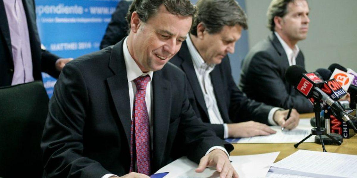 [FOTOS] La UDI presentó a sus dos nuevos militantes: Ambos son ministros de Piñera