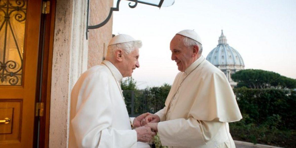 Francisco visita al papa emérito Benedicto XVI para saludarlo en Navidad