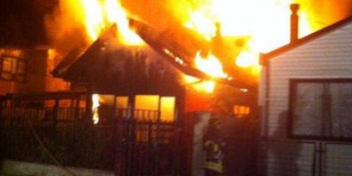 [FOTO] Voraz incendio consume dos casas y deja cuatro muertos en Castro