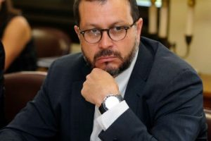 Rodrigo Hinzpeter es uno de los que podría dejar el partido y sumarse a un nuevo referente en torno a Piñera. Imagen Por: