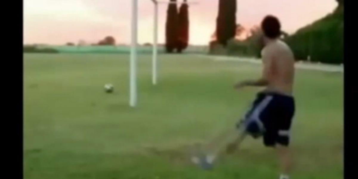 Video: ¡No tiene límites! Mira el increíble gol de Messi tras la portería