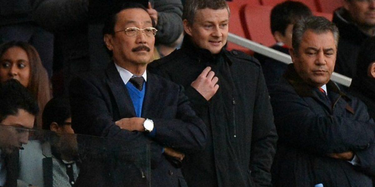Ex figura del Manchester United está a una firma de convertirse en técnico de Gary Medel