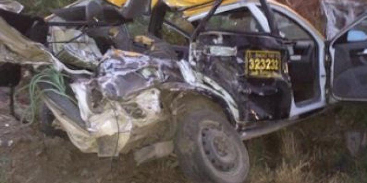 [FOTOS] Accidente entre un tren y un taxi dejó un muerto en el Maule