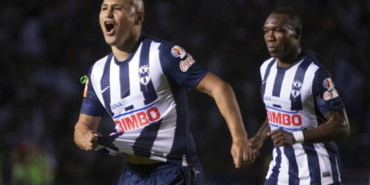 Humberto Suazo estuvo presente en empate de Monterrey ante Cruz Azul