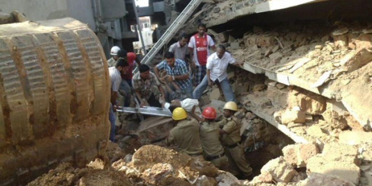 FOTOS: Aumentan a 14 los muertos en el derrumbe de un edificio en la India