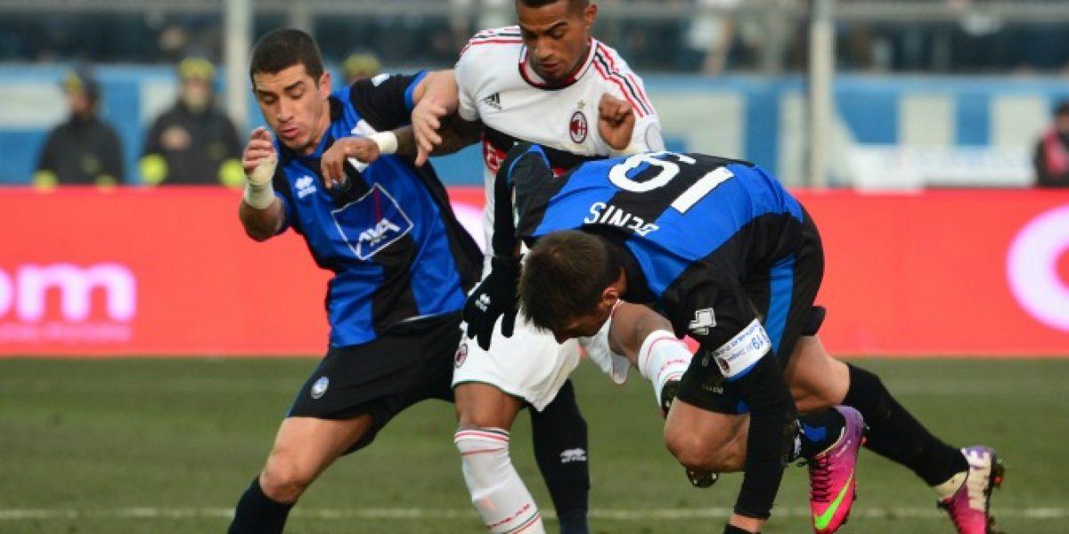 Carlos Carmona se lesiona en dura derrota del Atalanta ante el AC Milan
