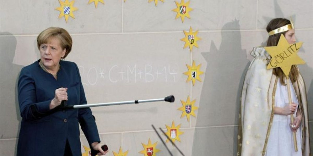 [FOTOS] Angela Merkel reaparece en muletas tras accidente en esquí