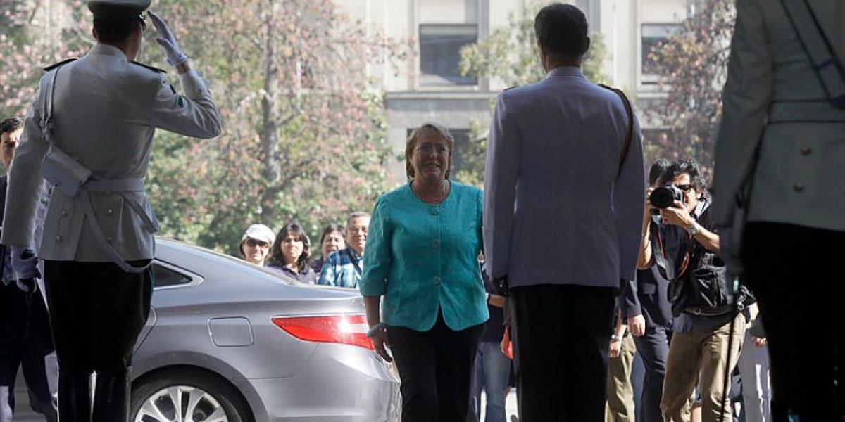 Bachelet regresa a La Moneda para reunirse con el presidente Piñera
