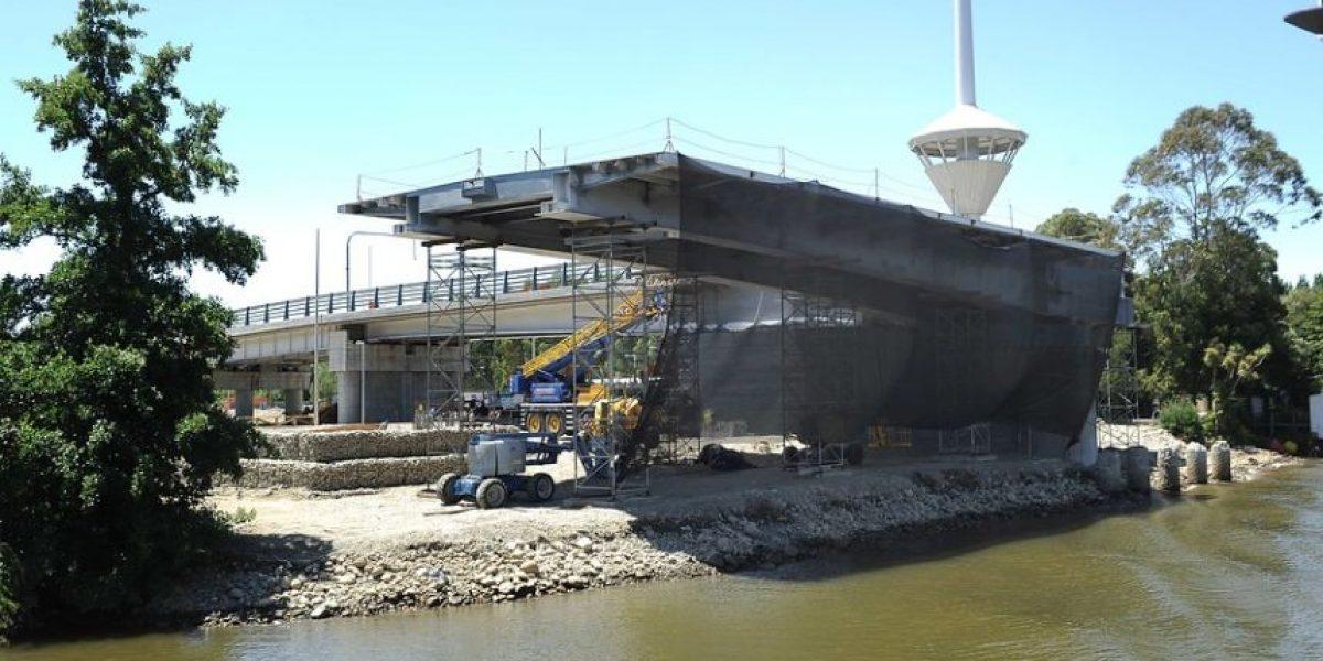 Piñera por Puente Cau Cau: Se cometió un error, responsabilidad de empresa, en instalación de plataformas