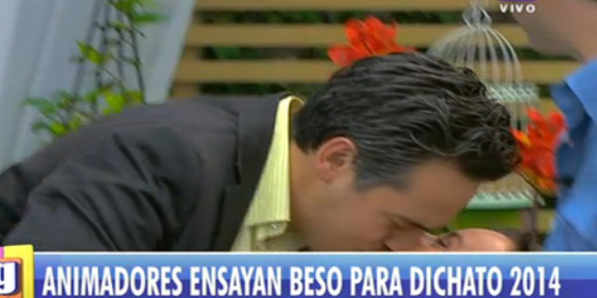 Kathy Salosny y César Barrera siguen la moda de los besos en los matinales
