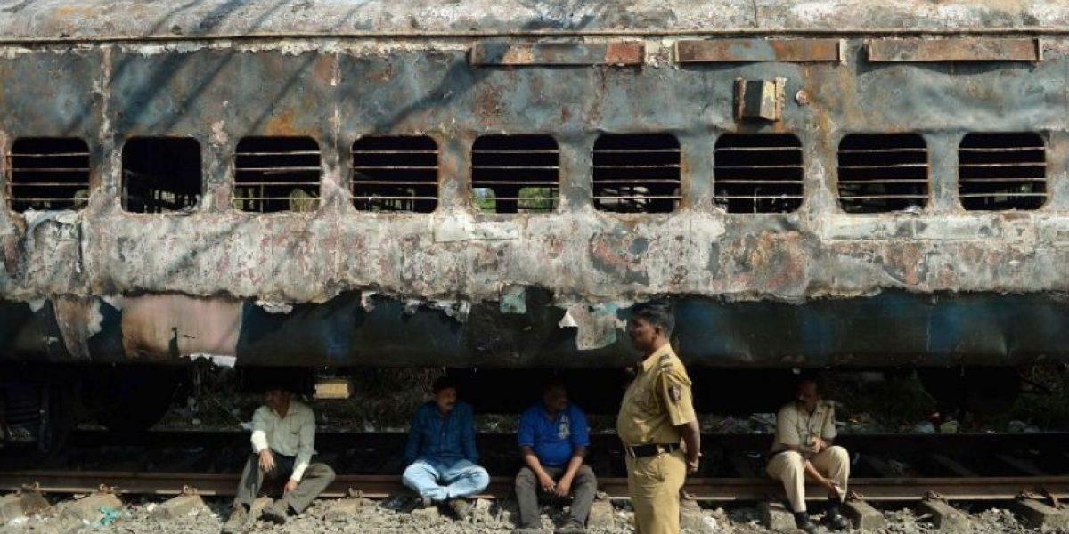 Impactantes imágenes de incendio de un tren en India: Nueve personas resultaron muertas