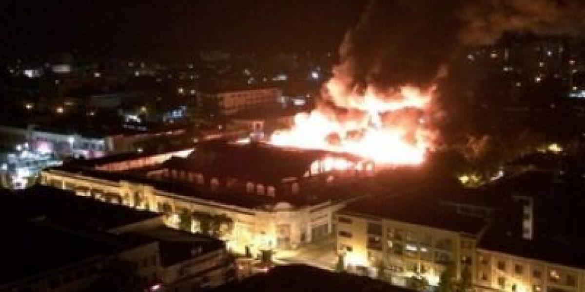 Conmoción entre los locatarios del Mercado Central de Talca: Voraz incendio destruye recinto