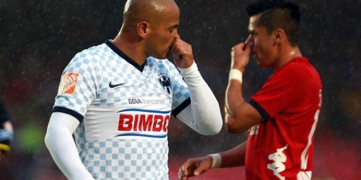 Humberto Suazo sufre grave lesión en entrenamiento en Monterrey