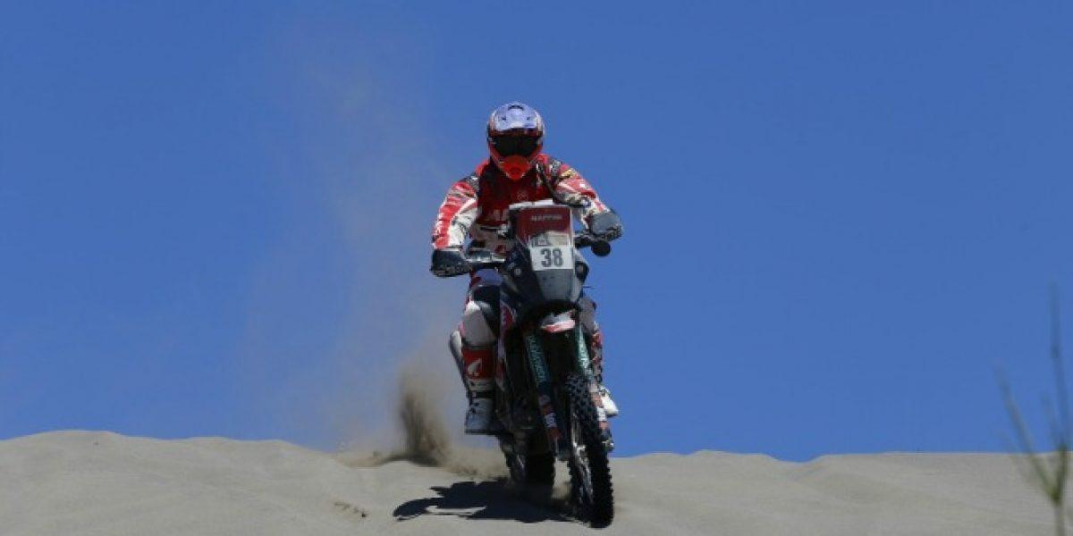 Jeremías Israel sigue en el top ten de las motos en el duro Dakar