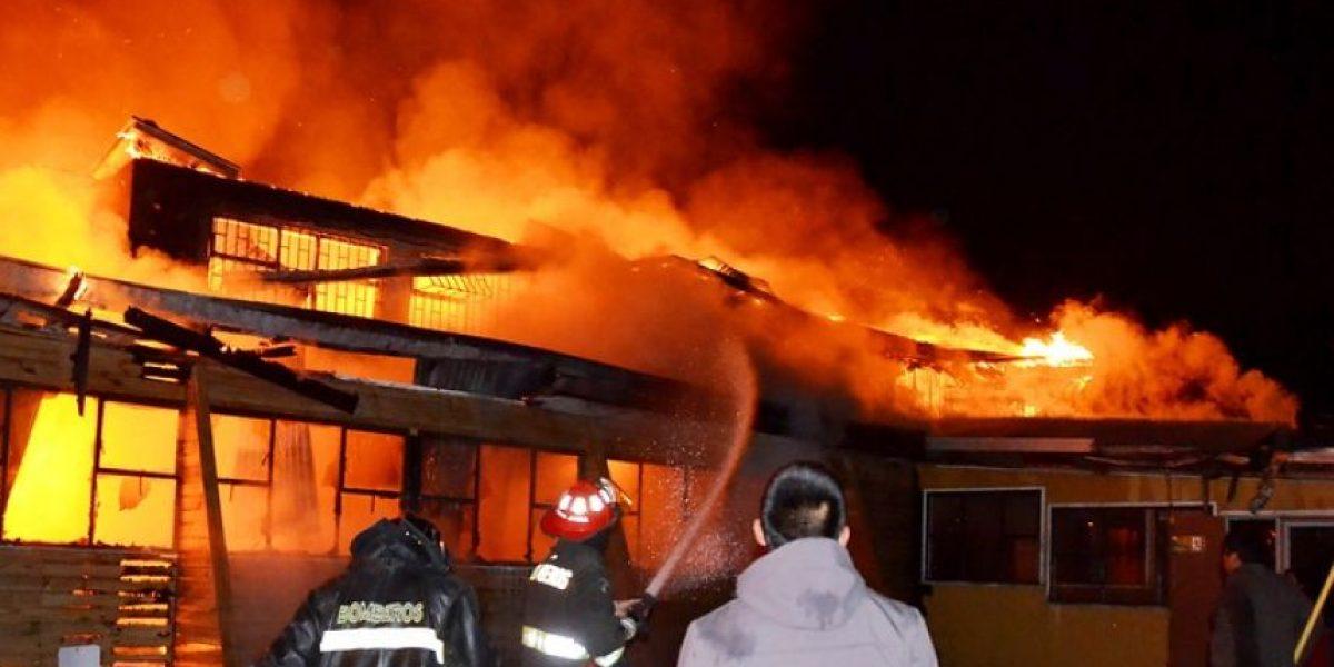 [FOTOS] Voraz incendio destruyó escuela en La Araucanía: 350 niños sin colegio