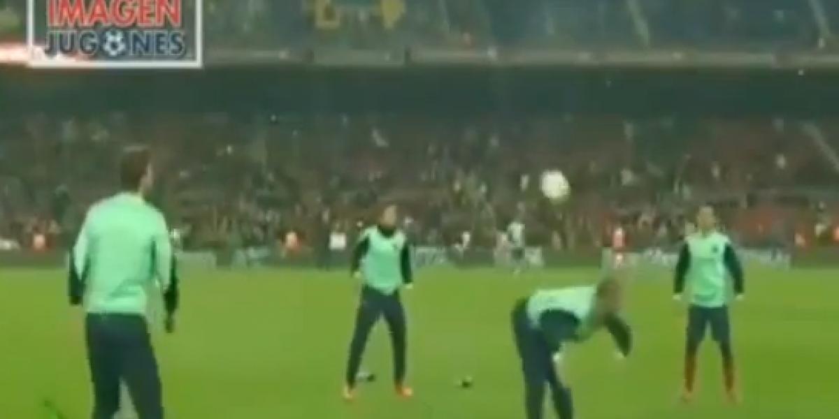 Video: ¡Que no caiga! Una muestra de talento del Barça antes del partido