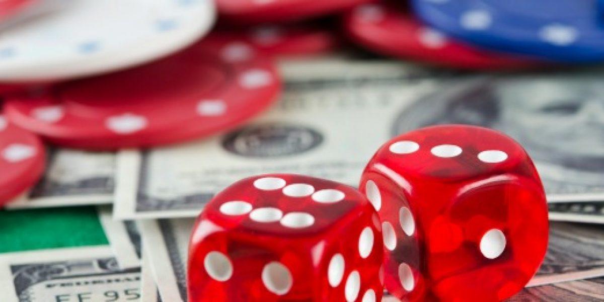 Turista gana fortuna en casino... y decide lanzarla por los aires