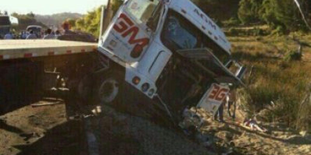 [FOTOS] Choque entre una camioneta y un camión dejó dos muertos en Cabrero