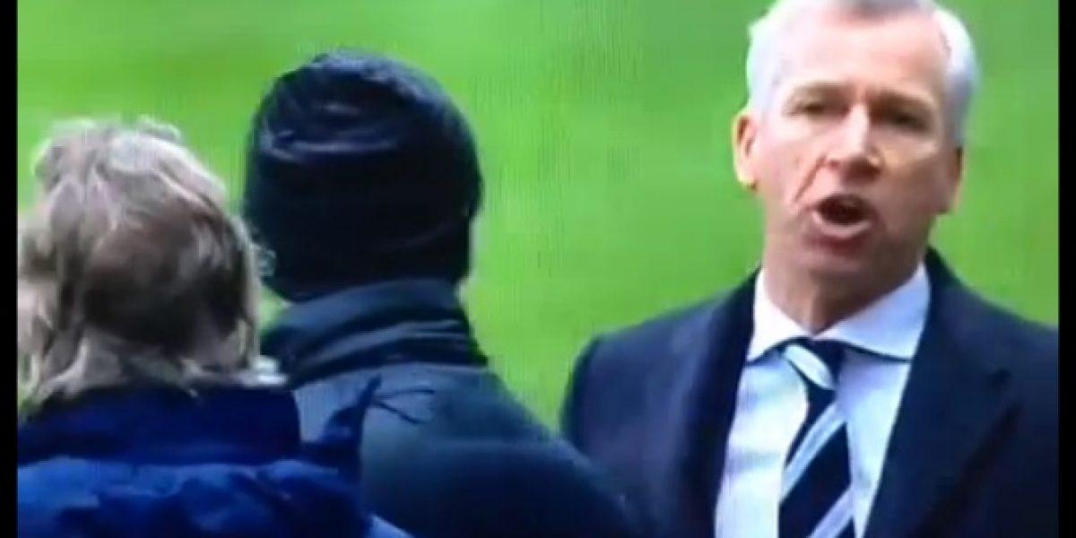 Video: Técnico de Newcastle insulta a Manuel Pellegrini en pleno partido de Premier