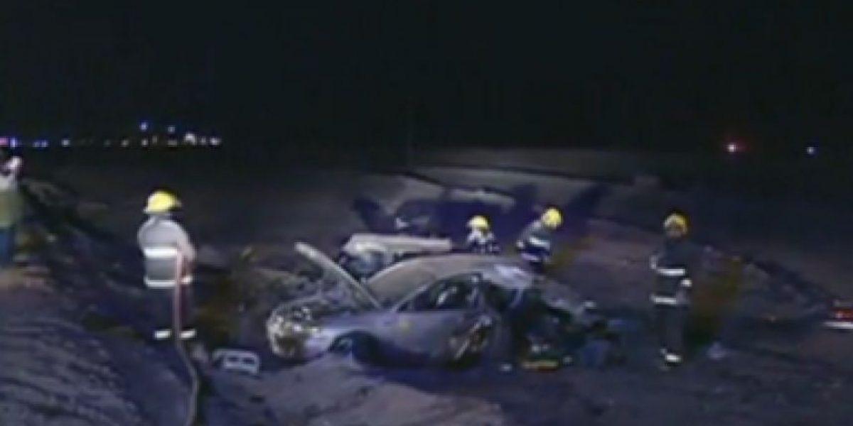 [FOTOS] Choque entre dos autos y un camión con explosivos dejó dos muertos en Atacama