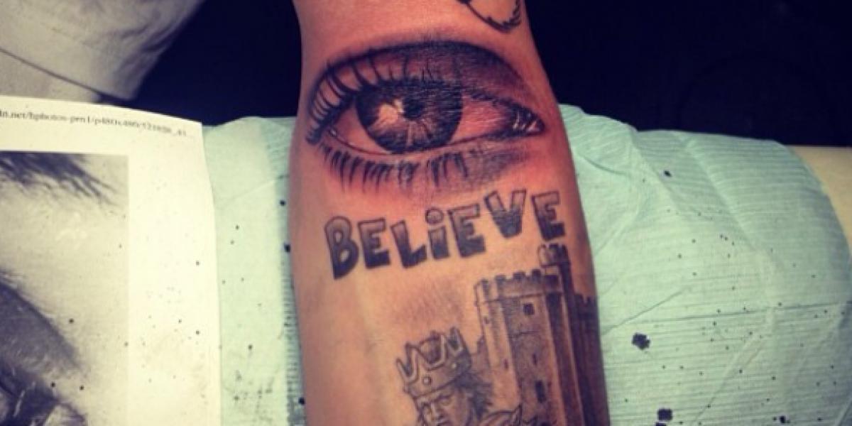 Justin Bieber estrena nuevos tatuajes