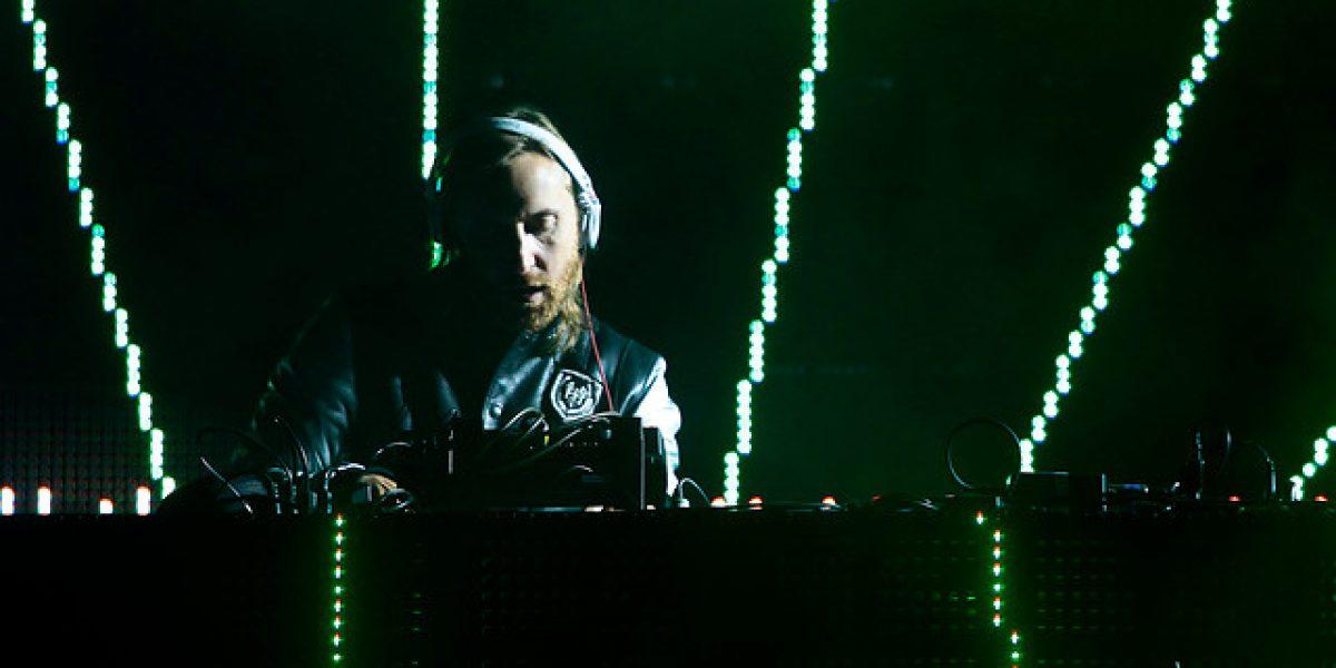 David Guetta sufre problemas con su pendrive durante un concierto en Brasil