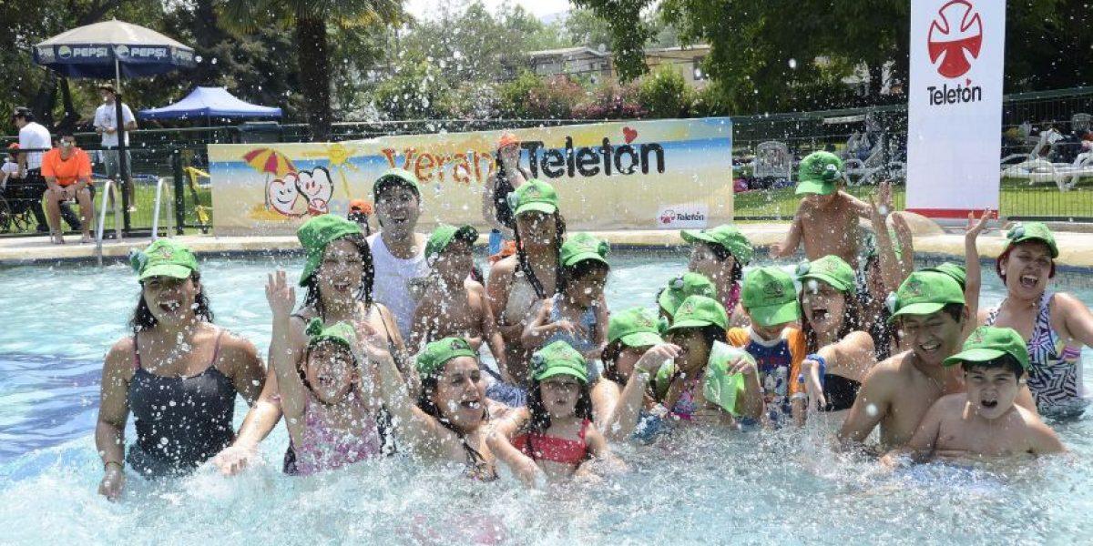 Niños de la Teletón capearon el calor y disfrutaron de la piscina