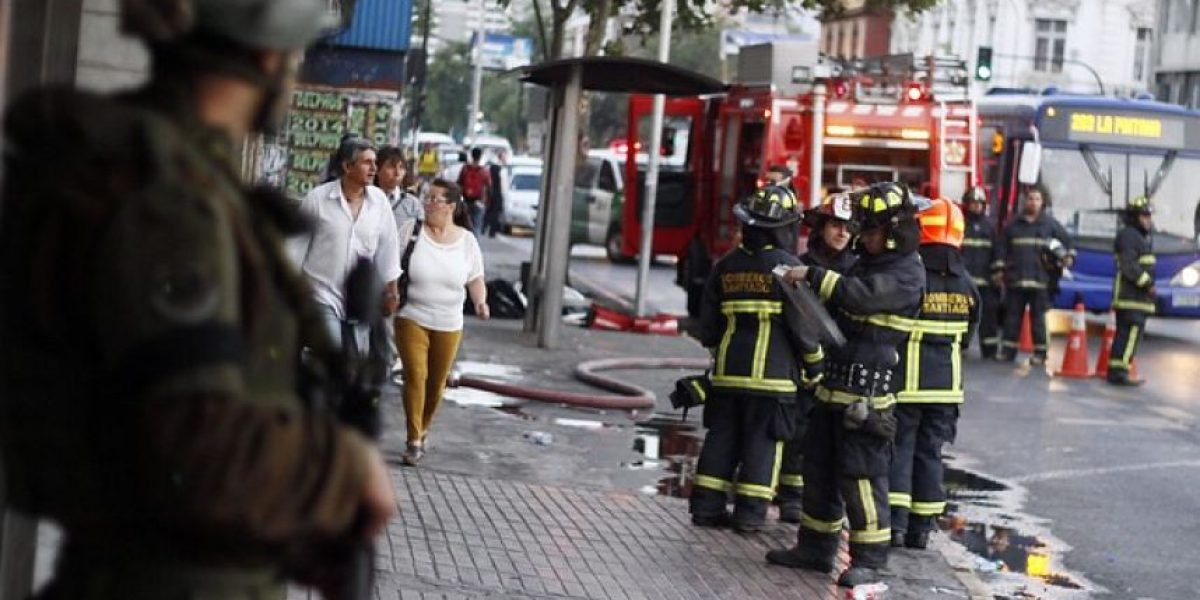 FOTOS: Gran operativo por amago de incendio en sucursal bancaria en Recoleta