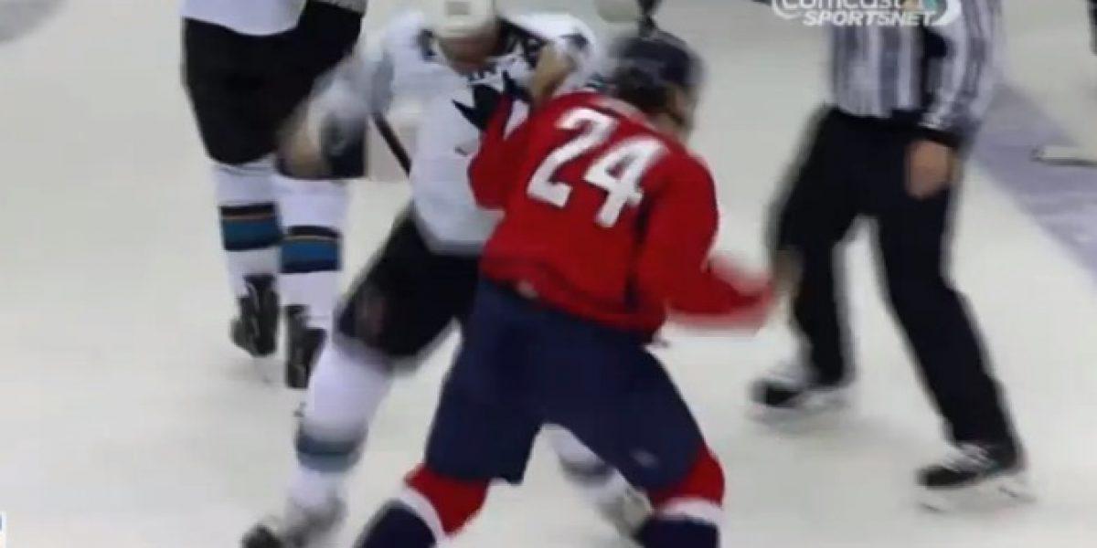 Video: ¡Golpes iban y venían! Dos jugadores de hockey terminaron en dura pelea