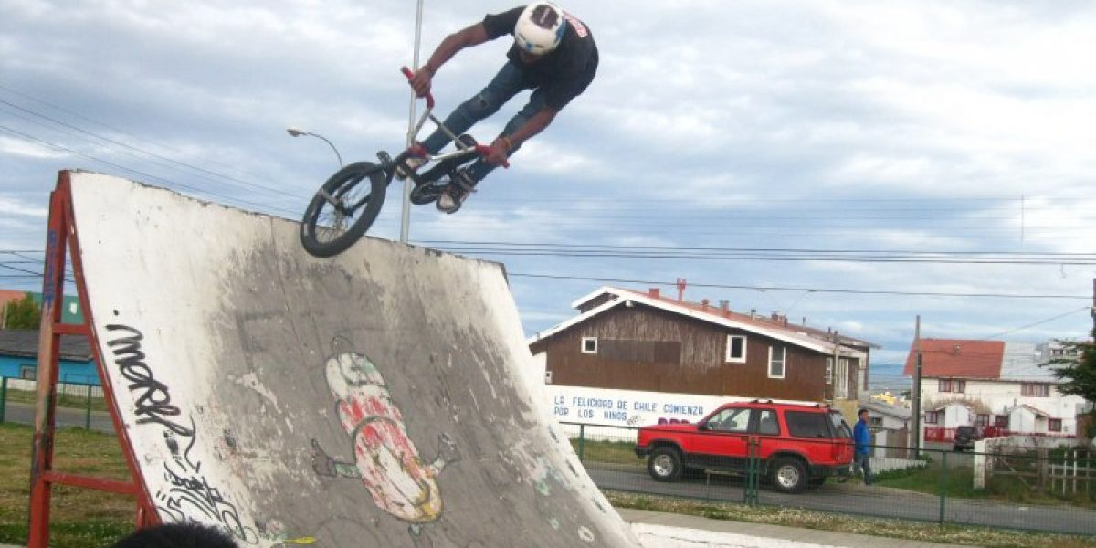 Figuras mundiales del BMX mostraron su talento en las calles de Punta Arenas