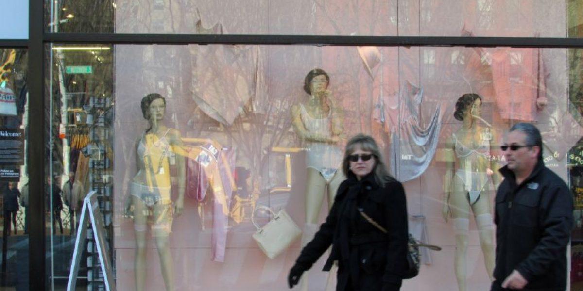 Polémica tienda de Nueva York sorprende con maniquíes con vello púbico