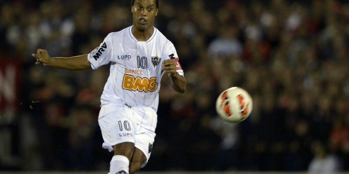 Video: ¡Las quiere hacer todas!: Ronaldinho protagonizará película de ataque alienígenas