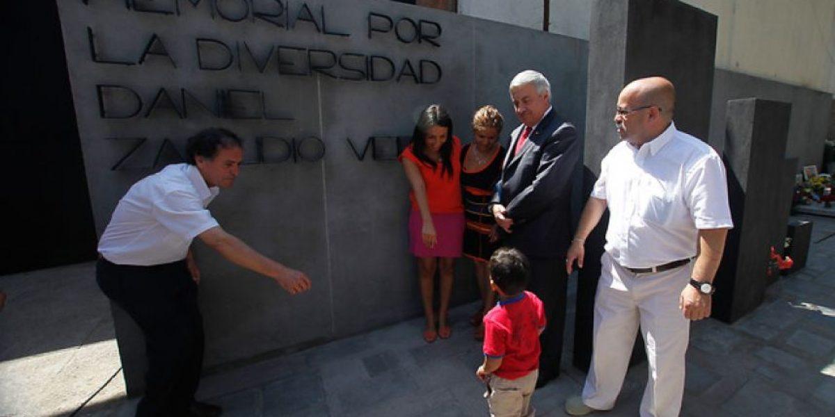 Familiares y autoridades inauguraron el memorial a Daniel Zamudio en Cementerio General